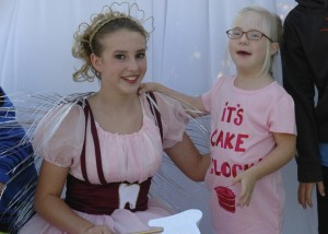 The tooth fairy greeting the kids!